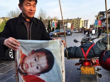 18 năm tìm con không ngừng nghỉ, ông bố Trung Quốc lại giúp bao đứa trẻ đoàn tụ gia đình