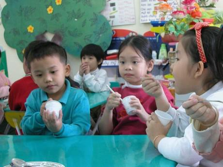 Bác sĩ Viện dinh dưỡng mách chế độ ăn cho trẻ không bao giờ lo bị còi xương