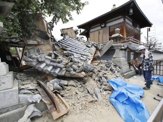 Động đất đổ nhà, người mẹ khám phá ra bí mật động trời trong phòng con trai