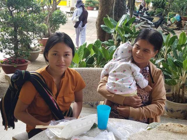 Hy hữu: Nữ sinh ẵm con 3 tháng tuổi dự thi THPT Quốc gia 2018