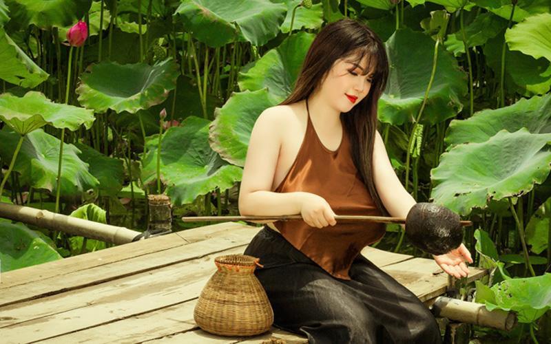 Võ Thị Thu Trang (nữ sinh lớp 12, Hải Dương) được biết đến vì vòng một hơn 110cm.