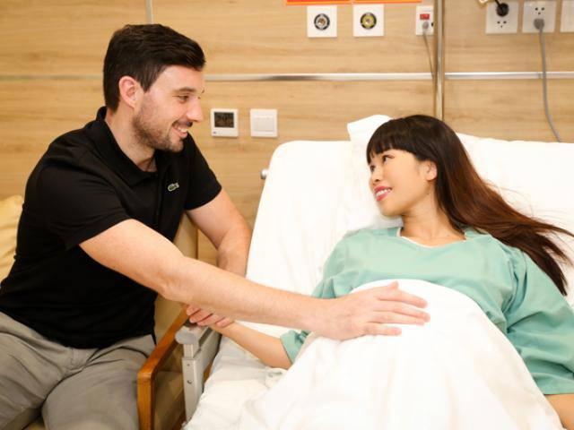 Siêu mẫu Hà Anh sinh con gái đầu lòng nặng 4,4 kg sau khi được chỉ định mổ lấy thai