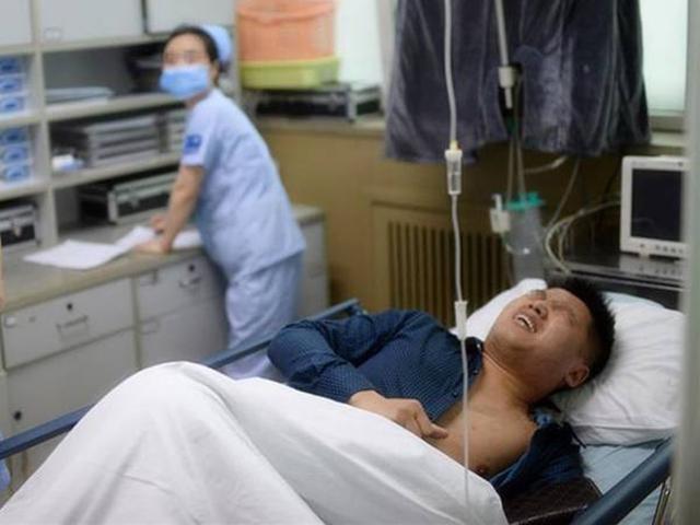 Người đàn ông 2 năm phẫu thuật sỏi thận 4 lần vì đồ uống nhiều người thích dùng buổi sáng