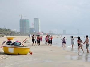 Đà Nẵng: Sau khi bị bít lối xuống biển, dân có bãi tắm mới?