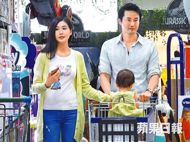 Có bạn trai mới, Á hậu Hong Kong muốn bù đắp thiệt thòi không cha cho con gái