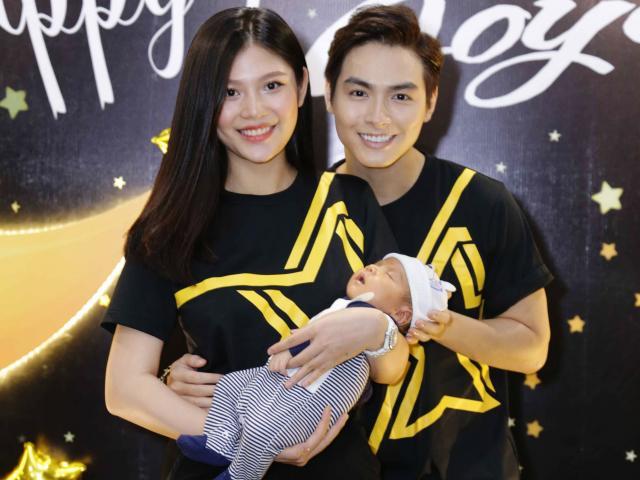 Vợ chồng Chúng Huyền Thanh - Jay Quân mặc đồ đôi mừng đầy tháng con trai
