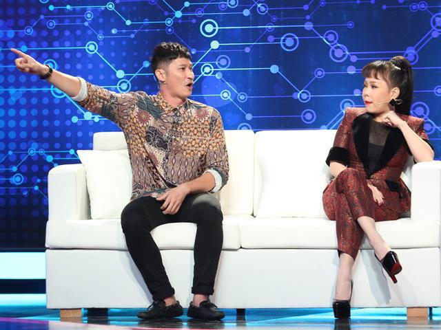 Bố 2 con Huy Khánh bị nhận xét lăng nhăng ngay trên sóng truyền hình
