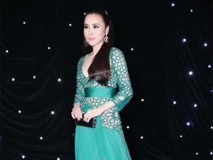 HH Áo dài Hoàng Dung gây bất ngờ với hình ảnh nữ thần quyến rũ