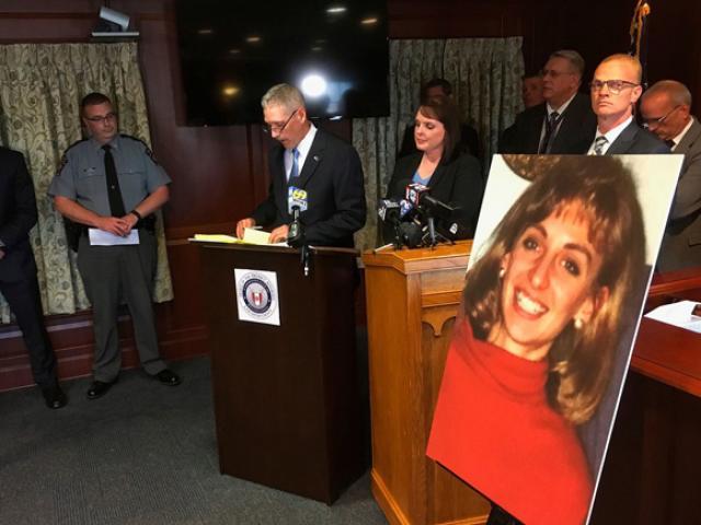 Miếng bã kẹo cao su phá giải vụ án cô giáo bị cưỡng hiếp và giết hại 26 năm trước