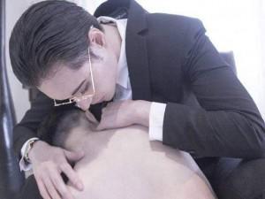 """""""Ngộp thở"""" với bộ ảnh tình tứ táo bạo của cặp đôi siêu đẹp trai"""