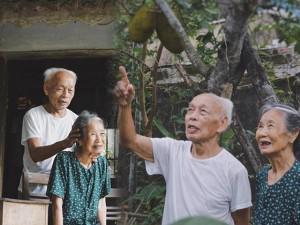 """""""Tình yêu ngát xanh"""" của cặp đôi U90  Hà Tĩnh khiến giới trẻ thèm khát"""