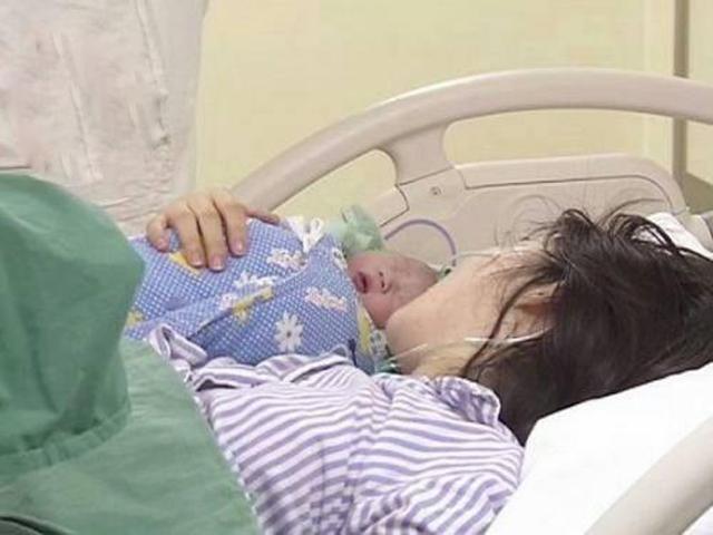 Mang thai 42 tuần mẹ chồng không cho đẻ mổ, đến lúc em bé chào đời ai cũng xót xa