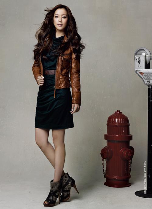 Công sở đón gió heo may cùng Kim Hee Sun - 10