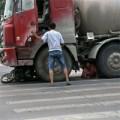 Tin tức - TQ: Nạn nhân van xin tài xế đừng cán chết