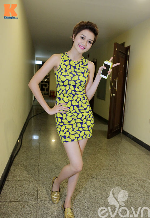 """phuong uyen """"theo sat"""" bao trang khong roi - 1"""