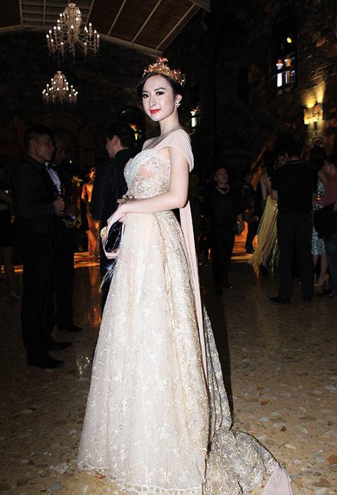 """angela phuong trinh lam """"nu hoang"""" trong lau dai - 1"""