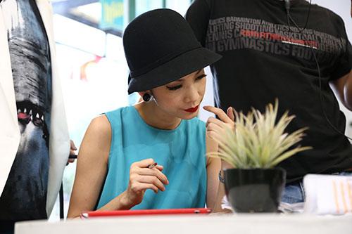 "xuan lan ""vac"" bung bau di dong phim - 2"