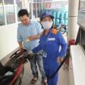 Mua sắm - Giá cả - Tạm giữ giá xăng: Nên áp dụng công cụ thuế