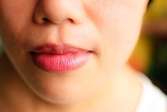 7 bước tô son để môi căng mọng - 10