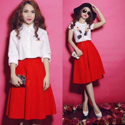 Chân váy xòe màu đỏ mix cùng với áo sơ mi trắng