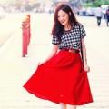 Thời trang - Váy đỏ rực rỡ 'xua tan' cơn mưa