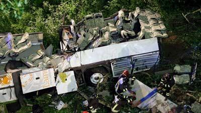 italia: tai nan xe bus tham khoc, 37 nguoi thiet mang - 1