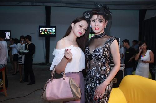 lam chi khanh, huong giang idol than thiet bat ngo - 2
