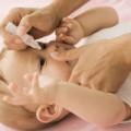 Làm mẹ - Nhỏ sữa mẹ vào mắt trẻ: Không nên