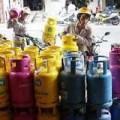 Mua sắm - Giá cả - Giá gas 'nối gót' giá điện tăng 8.000 đồng/bình