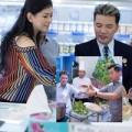 Làng sao - Bố mẹ chồng Hà Tăng háo hức nhìn Mr Đàm trổ tài