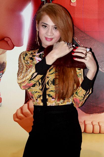 """lam chi khanh """"nuot"""" khong kem huong giang idol - 1"""