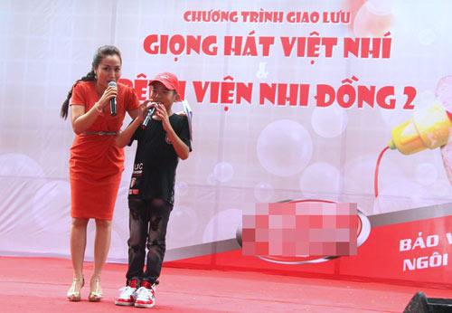 my chi, chi long hat tai bv nhi dong - 2