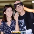 Làng sao - Cựu HH Hàn nắm tay bạn trai đi chụp ảnh cưới