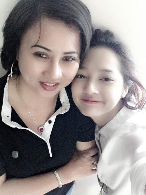 """dien vien thanh thuy """"nhi nho"""" cung con trai - 12"""