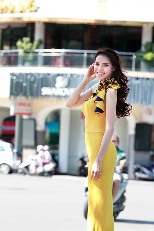 hh dieu han khoe dang giua pho phuong thu do - 1