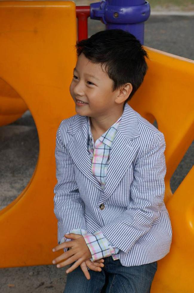 Cậu bé Bảo Nam - con trai lớn của cặp đôi nổi tiếng nhất nhì V-biz một thờiJennifer Phạm - Quang Dũngngày nào giờ đã lớn.
