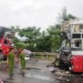 Tin tức - Xe khách đấu đầu xe tải, 12 người thương vong