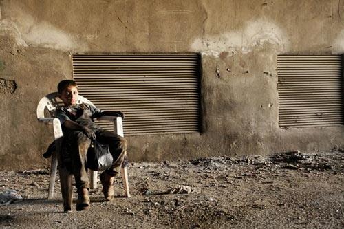 an tuong be 10 tuoi trong xuong vu khi syria - 1
