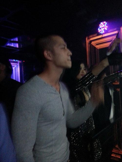 cac trai dep 'xoa het minh' trong bar sai gon - 9
