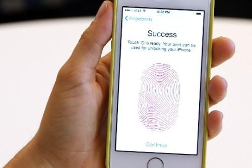 iphone 5s chi mo khoa duoc bang tay nguoi song - 1