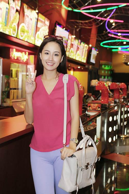 "mai phuong thuy ""chieu dai"" cac be xem phim - 4"