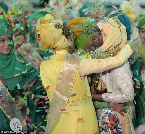 nguoi dep nigeria dang quang hoa hau hoi giao 2013 - 1