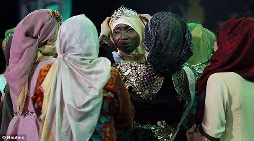 nguoi dep nigeria dang quang hoa hau hoi giao 2013 - 12