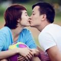 """Làng sao - Minh Hằng - Lương Mạnh Hải """"khóa môi"""" giữa sân bóng"""