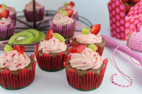 cupcake dau tay kiwi de lam - 16