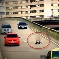 Tin tức - Bé 8 tuổi lái 'siêu xe' trên đường cao tốc