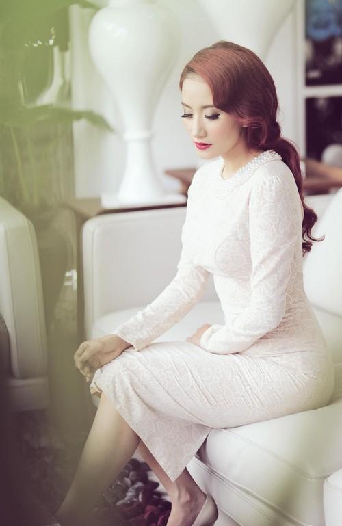 khanh thi sexy khoe lung tran - 2