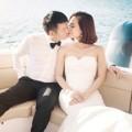 Văn Quyến lãng mạn hôn vợ trên du thuyền
