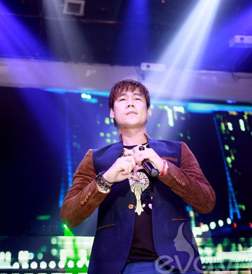khanh phuong duoc fan nu hon tren san khau - 13