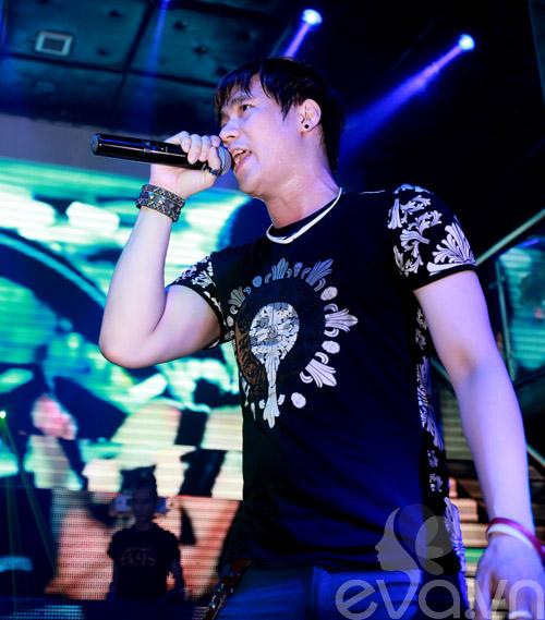 khanh phuong duoc fan nu hon tren san khau - 14